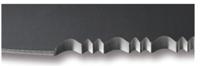 COMBINATIONEDGE - Ostrze częściowo ząbkowane Ostrze, które na krawędzi tnącej jest częściowo gładkie i częściowo ząbkowane. U innych producentów taka krawędź tnąca będzie miała nazwę half serrated. Taka krawędź tnąca jest popularna w nożach taktycznych oraz ratunkowych. Stosunek części ząbkowanej do części gładkiej, może być różny w zależności od przeznaczenia noża.