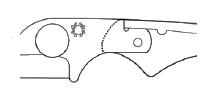 SLIP JOINT Mechanizm nie blokujący, w którym ostrze jest przytrzymywane w pozycji otwartej przez nacisk sprężyny na płaską sekcję z tyłu trzpienia ostrza.